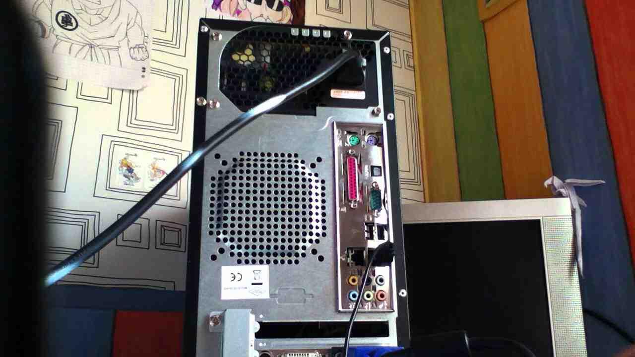 Quel câble connecter à l'ordinateur sur l'écran?